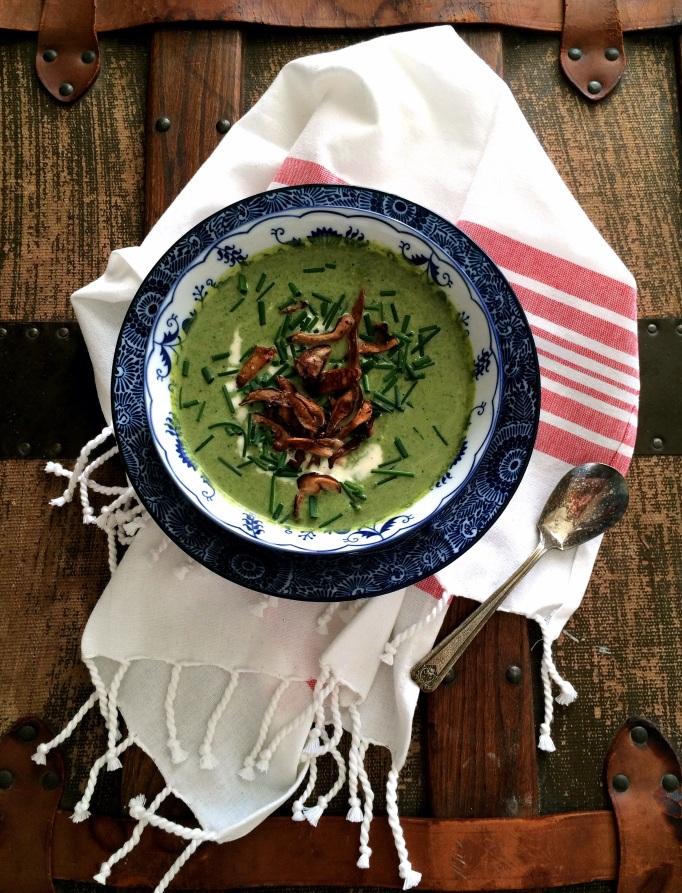 "Creamy (vegan) Asparagus Soup with Shiitake ""Croutons"""